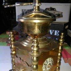 Antigüedades: PRECIOSO Y ANTIGUO MOLINILLO DE CAFÉ.BRONCE.. Lote 171297640