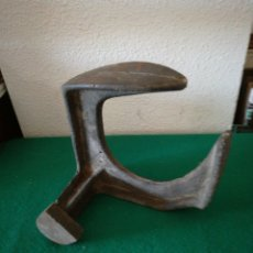 Antigüedades: YUNQUE DE ZAPATERO. Lote 171306365