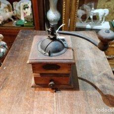 Antigüedades: ANTIGUO MOLINILLO DE CAFÉ ELMA EN METAL Y MADERA - 18.5 X 21CM. Lote 171387067