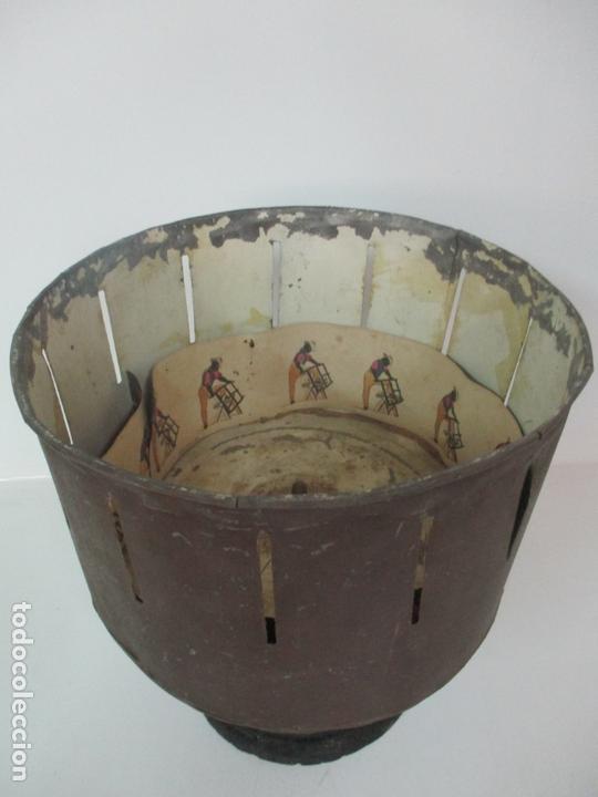 Antigüedades: Antiguo Zootropo - Cine - con 40 Tiras, Películas Francisco Font, Barcelona - Finales S. XIX - Foto 22 - 171417548