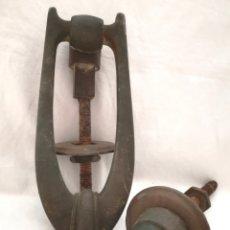 Antigüedades: ANTIGUA ALDABA DE BRONCE.. Lote 171424828