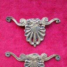 Antigüedades: EMBELLECEDORES DE BRONCE PARA RESTAURAR MUEBLE ANTIGUO - 2 PIEZAS. Lote 171480955