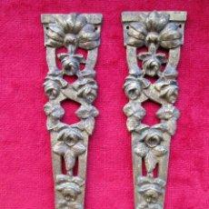 Antigüedades: EMBELLECEDORES DE BRONCE PARA RESTAURAR MUEBLE ANTIGUO - 2 PIEZAS. Lote 171481089