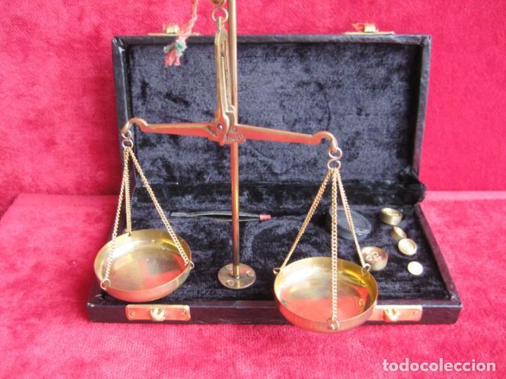 BALANZA CON 5 PESAS PARA AZAFRÁN Y JOYERÍA MADE IN INDIA, PERFECTO ESTADO (Antigüedades - Técnicas - Medidas de Peso - Balanzas Antiguas)