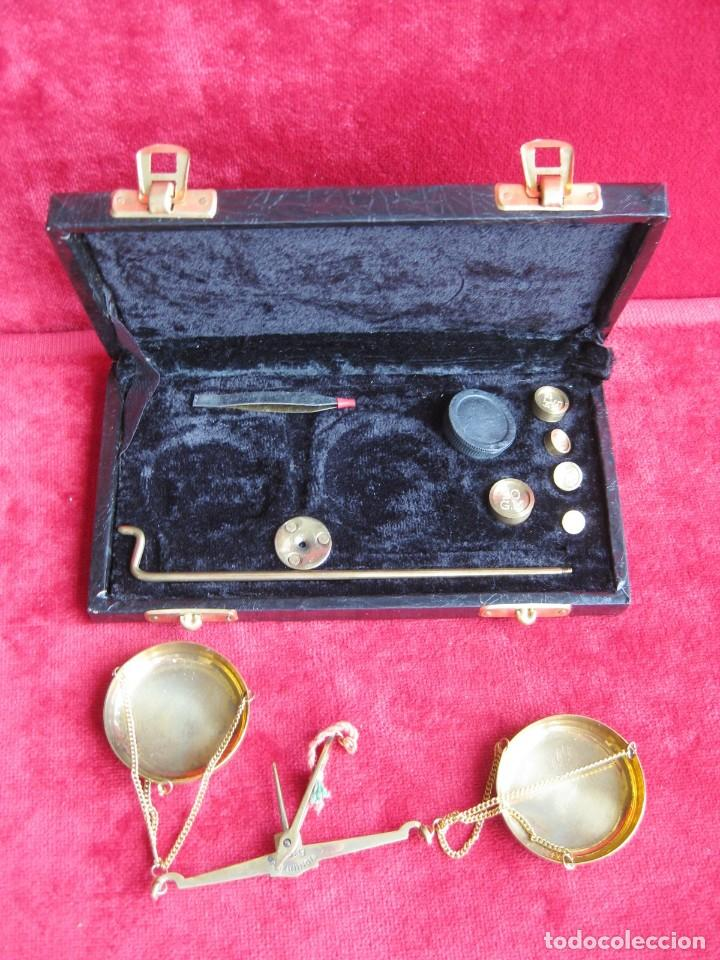 Antigüedades: BALANZA CON 5 PESAS PARA AZAFRÁN Y JOYERÍA MADE IN INDIA, PERFECTO ESTADO - Foto 5 - 180295406