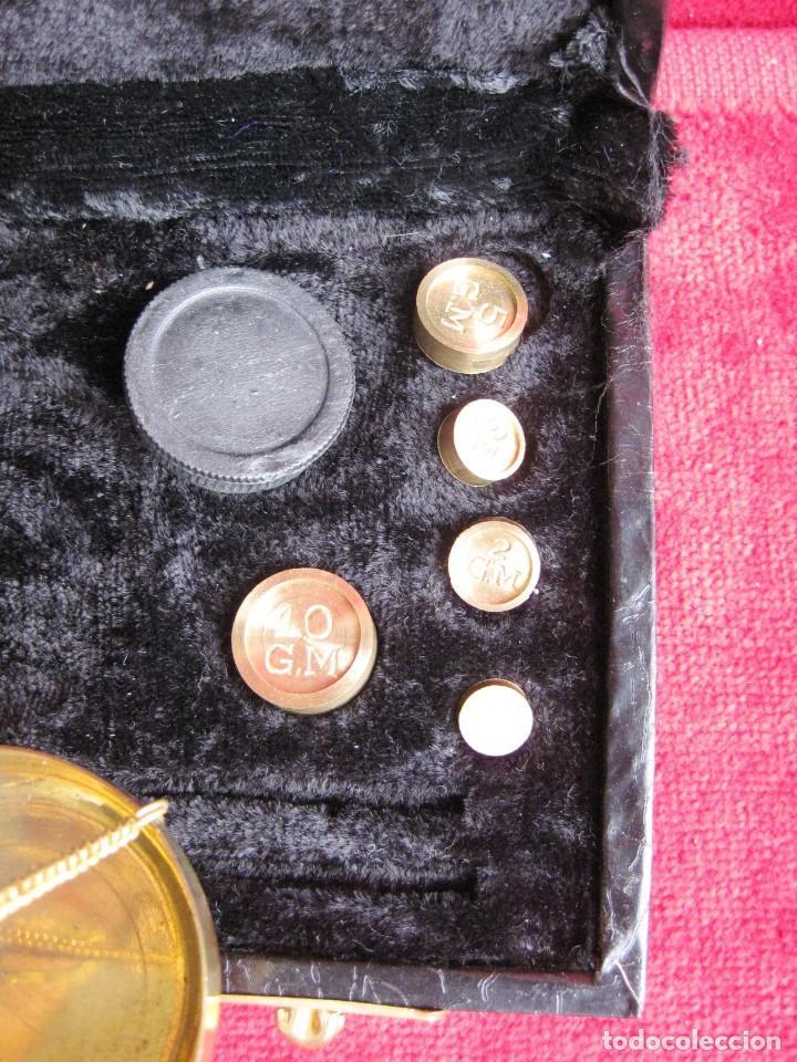Antigüedades: BALANZA CON 5 PESAS PARA AZAFRÁN Y JOYERÍA MADE IN INDIA, PERFECTO ESTADO - Foto 7 - 180295406
