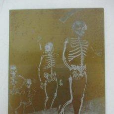 Antigüedades: ANTIGUA PLACA DE IMPRENTA - PLANCHA DE LATÓN - FOTOGRAFÍA DANSA DE LA MORT - VERGES (GIRONA). Lote 171600253