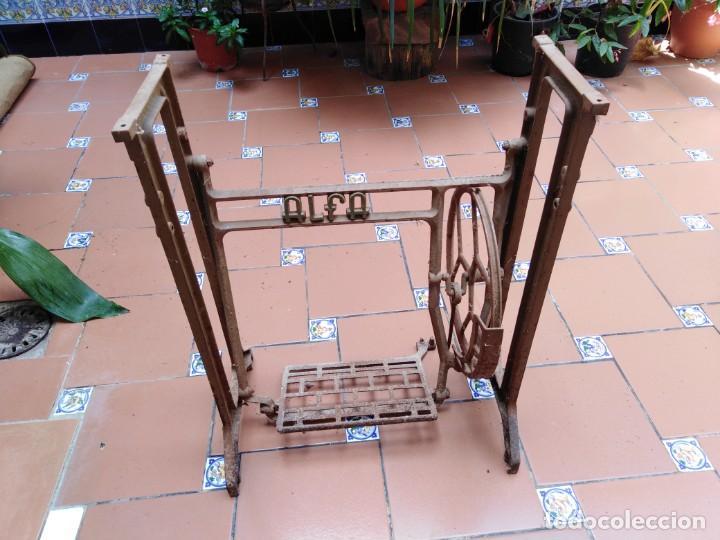ANTIGUOS PIES MAQUINA DE COSER ALFA - IDEALES PARA TRANSFORMAR EN UNA MESA (Antigüedades - Técnicas - Máquinas de Coser Antiguas - Alfa)