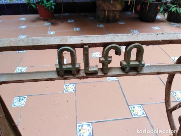 Antigüedades: antiguos pies maquina de coser alfa - ideales para transformar en una mesa - Foto 3 - 171797649