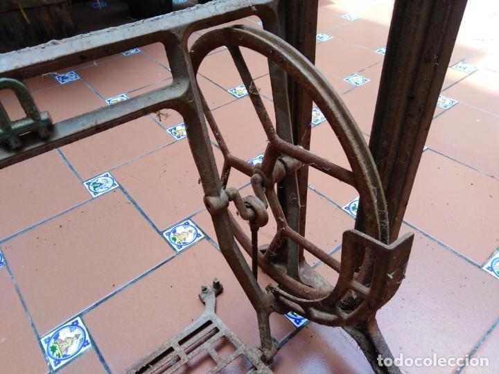 Antigüedades: antiguos pies maquina de coser alfa - ideales para transformar en una mesa - Foto 4 - 171797649