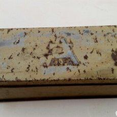 Antigüedades: CAJA ALFA CON BOTONES DE NACAR. Lote 171823572