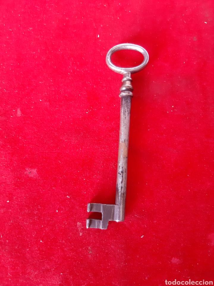 Antigüedades: Lote de dos antiguas llaves de forja una hueca y la otra maciza en buen estado - Foto 2 - 172089948