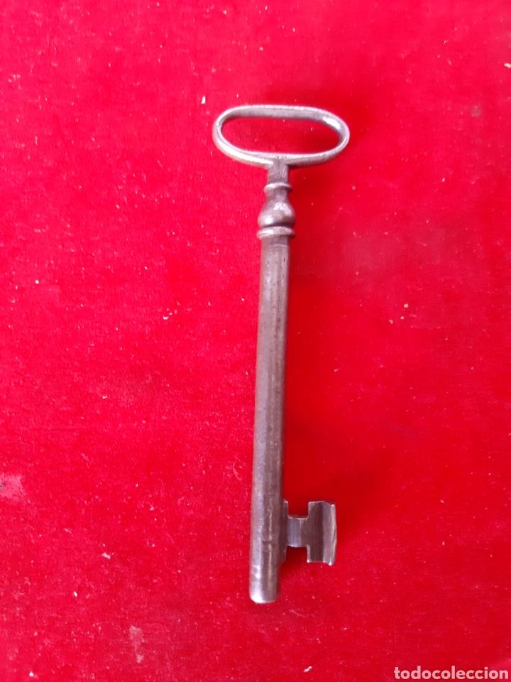 Antigüedades: Lote de dos antiguas llaves de forja una hueca y la otra maciza en buen estado - Foto 3 - 172089948