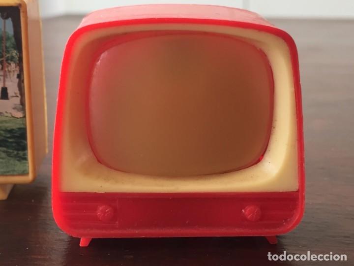 Antigüedades: Dos televisores en miniatura para ver diapositivas recuerdo lleida y virgen de Sales - Foto 2 - 172297118