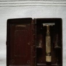 Antigüedades: MAQUINILLA DE AFEITAR ANTIGUA, EN SU CAJA. Lote 172373848
