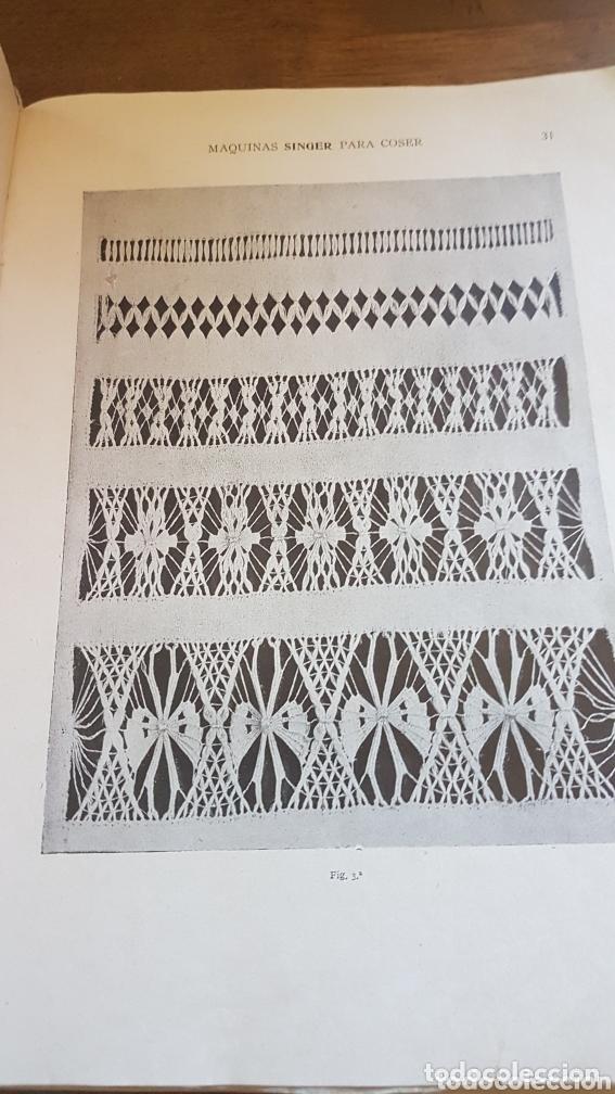Antigüedades: Libro antiguo instrucciones para bordar coser con máquina Singer - Foto 2 - 172471280