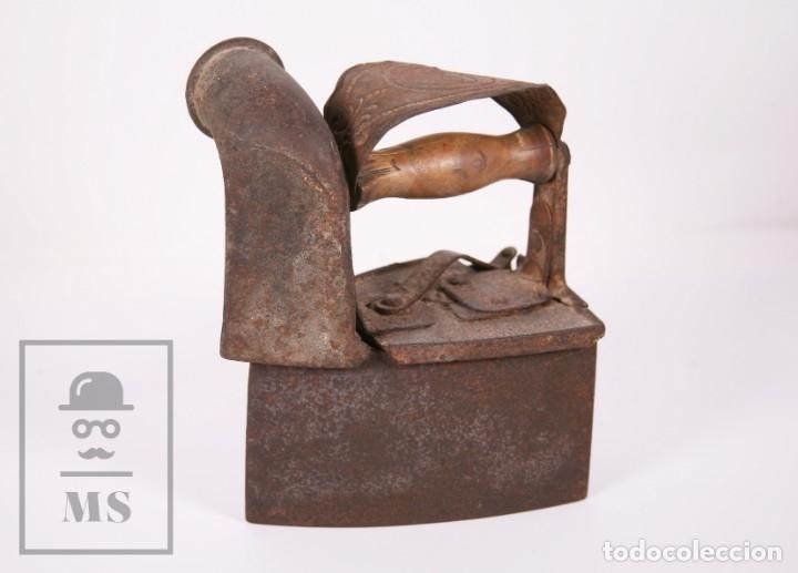 ANTIGUA PLANCHA DE CARBÓN CON CHIMENEA - CASTILLA MADE FOR WARDEN & HOTCHKISS, INGLATERRA (Antigüedades - Técnicas - Planchas Antiguas - Carbón)