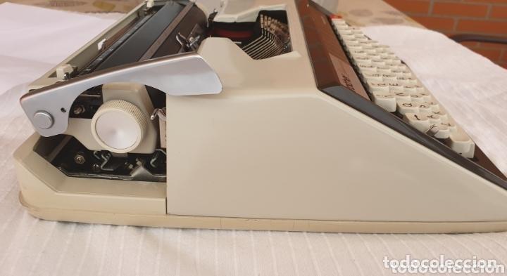 Antigüedades: Máquina de escribir Brother Deluxe 1300 - Foto 5 - 172697359