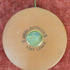 Antigüedades: CINTA MÉTRICA. METAL FORRADO DE CUERO. ECHT LEDER. ALEMANIA. 30 M. SIGLO XX.. Lote 172754082