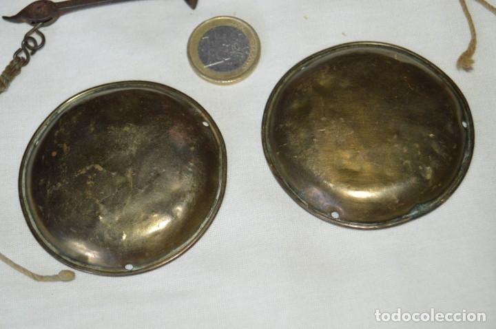 Antigüedades: ANTIGUA BALANZA / PESO en MINIATURA - EN METAL - UNA JOYA - PRECIOSA - ¡Mira fotos y detalles! - Foto 5 - 172777143