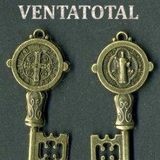 Antigüedades: LLAVE ANTIGUA DE BRONCE - MIDE 4,2 X 1,3 CENTIMETROS Y PESA 3,65 GRAMOS ( CRUZ Y SANTO ) - Nº1. Lote 172794270