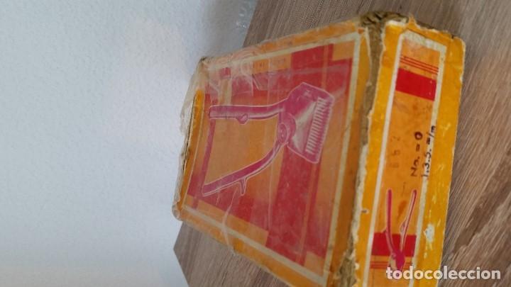 Antigüedades: ANTIGUA MAQUINILLA MANUAL DE CORTA EL PELO SELADA LUMINA,0 - Foto 3 - 172900144