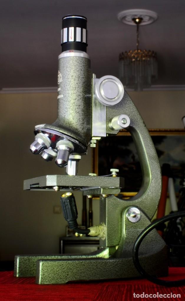 CURIOSO MICROSCOPIO VINTAGE MODIFICADO ARTESANALMENTE (Antigüedades - Técnicas - Instrumentos Ópticos - Microscopios Antiguos)