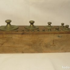Antigüedades: CAJA DE PESAS DE 2 KILOS MARCA DE FABRICA CIMAS VALENCIA. Lote 173241995