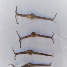 Antigüedades: LOTE DE 4 ANTIGUOS GOZNES O BISAGRAS DE FORJA. Lote 173366194
