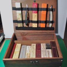 Antigüedades: CAJA EXPOSITOR, ANTIGUA VINTAGE ESPAÑOLA DE MADERA PARA GUARDAR NAVAJAS DE AFEITAR , BARBERIA,. Lote 173383679