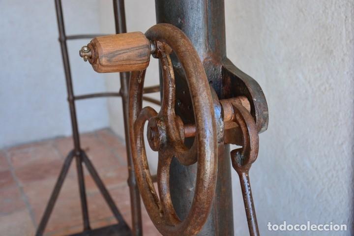 Antigüedades: Gigante báscula industrial Arisó en hierro y bronce - Hijos de Arisó - Barcelona, 1918, balanza - Foto 5 - 173414284
