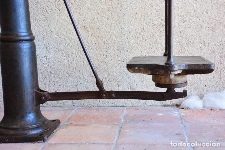 Antigüedades: Gigante báscula industrial Arisó en hierro y bronce - Hijos de Arisó - Barcelona, 1918, balanza - Foto 7 - 173414284