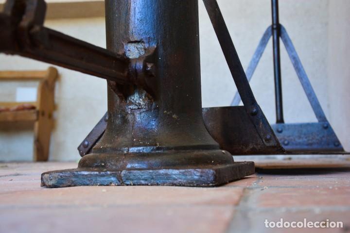 Antigüedades: Gigante báscula industrial Arisó en hierro y bronce - Hijos de Arisó - Barcelona, 1918, balanza - Foto 8 - 173414284
