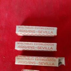 Antigüedades: LOTE DE 3 ANTIGUAS AMPOLLAS DE INYECTABLE ESTERILIZADOS DE LABORATORIO ARRANS SEVILLA. Lote 173418537