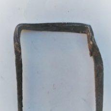Antigüedades: PIEZA DE FORJA SOPORTE CIERRE PORTÓN 9 X 6. Lote 173519234