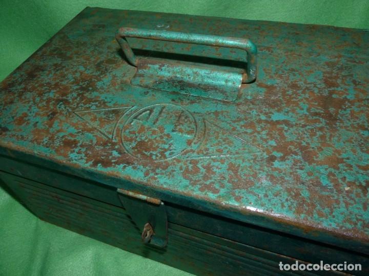 Antigüedades: CURIOSA ANTIGUA CAJA HERRAMIENTAS METAL RARO TAMAÑO USO DECORACION INDUSTRIAL - Foto 2 - 173529785