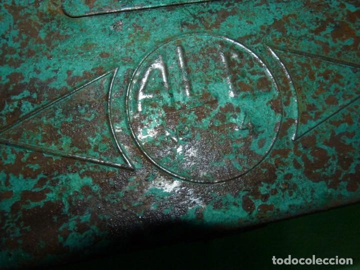 Antigüedades: CURIOSA ANTIGUA CAJA HERRAMIENTAS METAL RARO TAMAÑO USO DECORACION INDUSTRIAL - Foto 11 - 173529785