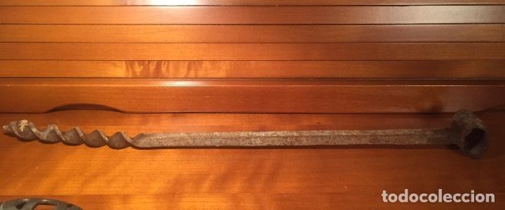 Antigüedades: Antigua barrena berbiqui taladro barrenador siglo XIX mide 41 cm. - Foto 2 - 173579108