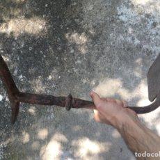 Antigüedades: ESTRIBO PARA APEARSE DE UN COCHE DE CABALLOS O DE UN CARRO; PIEZA DE FORJA TRADICIONAL SIGLO XVIII. Lote 173594898