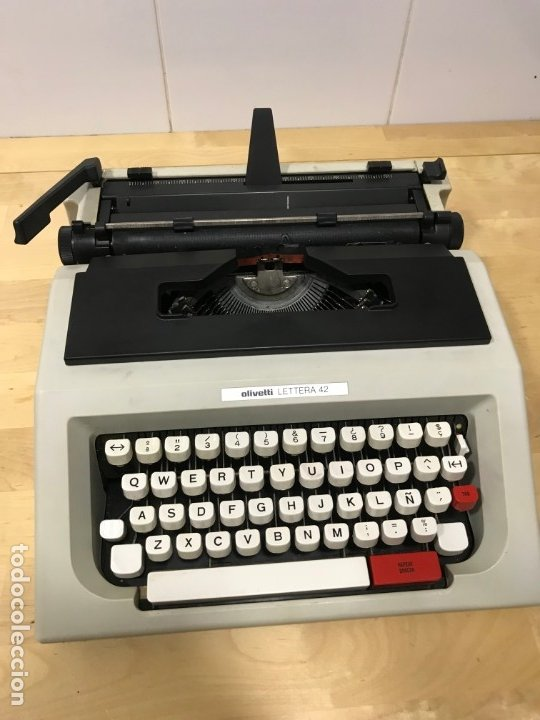 MAQUINA ESCRIBIR OLIVETTI LETERA 42 EN PERFECTO ESTADO (Antigüedades - Técnicas - Máquinas de Escribir Antiguas - Olivetti)