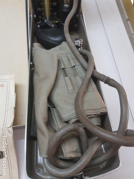 Antigüedades: Esfigmanometro o Tensiómetro antiguo de Mercurio Femi muy difícil en caja original y manual - Foto 3 - 173632928