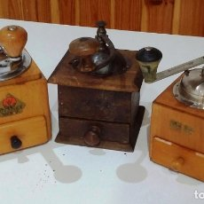 Antigüedades: LOTE 3 MOLINILLOS DE CAFÉ DE DIFERENTES ÉPOCAS,FUNCIONAN PERFECTAMENTE. Lote 173797037