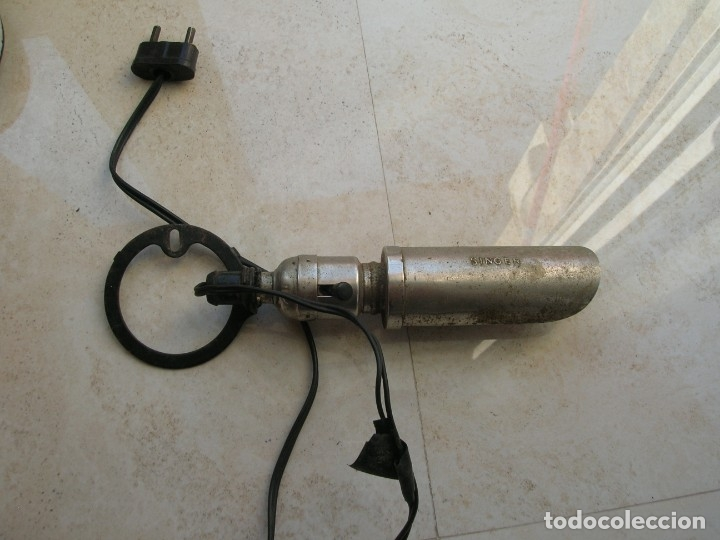 ANTIGUA LAMPARA PARA MÁQUINAS DE COSER SINGER. (Antigüedades - Técnicas - Máquinas de Coser Antiguas - Singer)