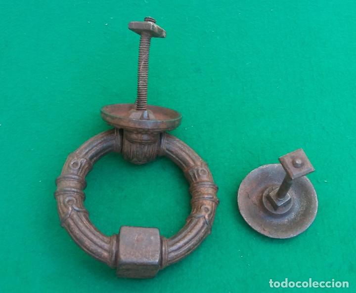 Antigüedades: MAGNÍFICA ALDABA DE HIERRO FORJADO,COMPLETA, CON BUSTO DE PERRO, GRAN TAMAÑO, PESO 1,400 GR. S.XIX. - Foto 6 - 173851650