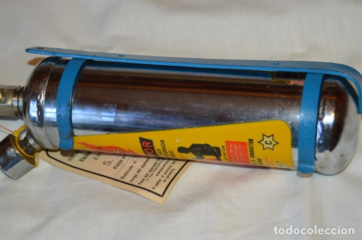 Antigüedades: S.O.S. AREO-FEU, S.A. EXTINTORES - Antiguo extintor, en muy buen estado físico - Años 60 - ¡Mira! - Foto 2 - 173868264