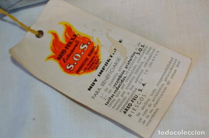 Antigüedades: S.O.S. AREO-FEU, S.A. EXTINTORES - Antiguo extintor, en muy buen estado físico - Años 60 - ¡Mira! - Foto 14 - 173868264