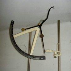 Antigüedades: BALANZA DE PRECISIÓN JBA PARA LABORATORIO TEXTIL. Lote 173883050
