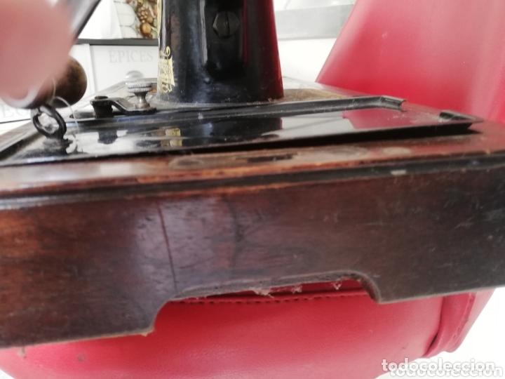 Antigüedades: Maquina de coser finales del 1800..restaurada por singer. Pan de oro.Número serial.. Uníca.. - Foto 9 - 173972865