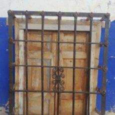 Antigüedades: REJA ANTIGUA DE FORJA DE 1 METRO DE ALTO X 75 CMS DE LARGO. Lote 173978800