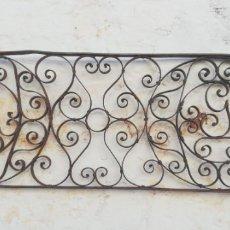 Antigüedades: REJA ANTIGUA DE TRAGALUZ DE PUERTA CON INICIALES M Y G . Lote 173979697